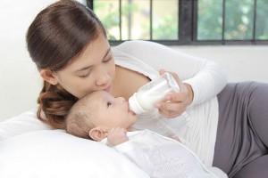 ママたちの声が受け入れられた!?『液体ミルク』が国内導入の検討開始!