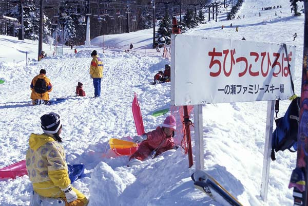 雪遊びにスノボにそり!絶対行きたい冬スポット後編_3