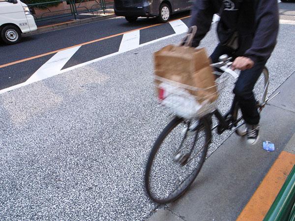 仰天! 子どもを乗せた自転車での5大NG行為_2