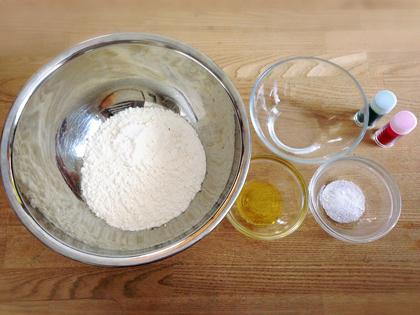 超簡単に作れちゃう!安全、楽しい♪『小麦粉粘土』作り_2