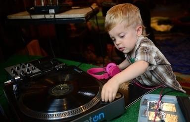 「赤ちゃんDJ養成学校」がニューヨークの育児トレンドに!!DJ赤ちゃんが誕生か!?_2