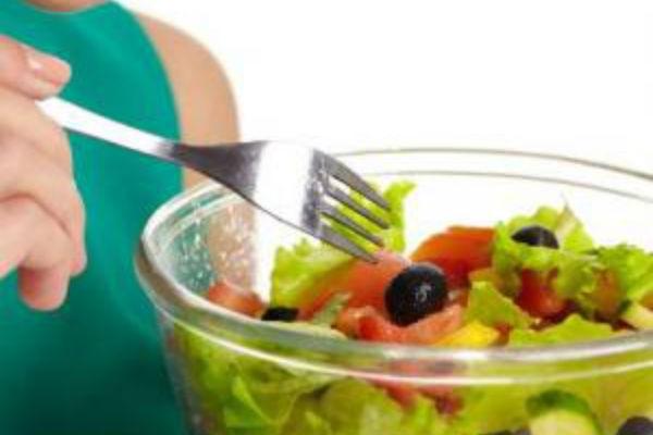 「太るサラダ」と「ダイエット向きサラダ」の違いは?