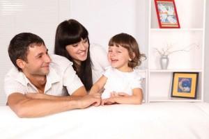 夫婦のスキンシップをはかるなら子どもを有効活用しよう!