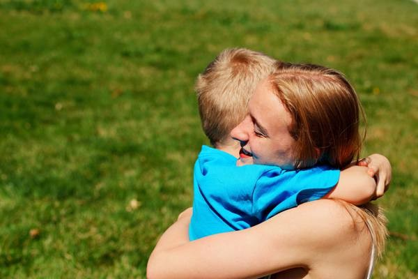 将来幸せになれる!『抱っこ』が子どもにもたらす効果とは?