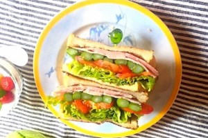 とにかくたくさん挟むだけ!おしゃれで美味しい『厚盛りサンドイッチ』が人気!
