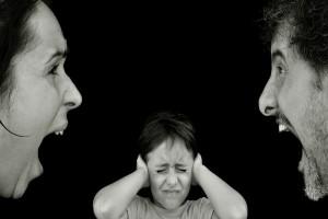 【脳に隙間!?】夫婦喧嘩による恐ろしい子どもへの影響!