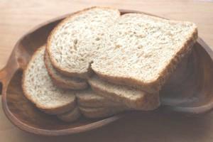 食パンを使って手軽に!パン粥の離乳食バリエーション