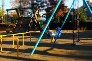 一体どこで遊ばせたら良いの…?自由に遊べない公園が急増中!