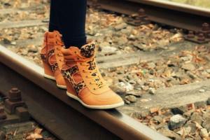 いつものスニーカーがオシャレに激変!すぐできる靴ひもアレンジ