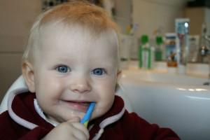 今は治療より予防する時代!子どもの歯とフッ素、シーラント