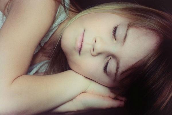 寝かしつけなくても子どもがひとりで寝るようになる方法4選