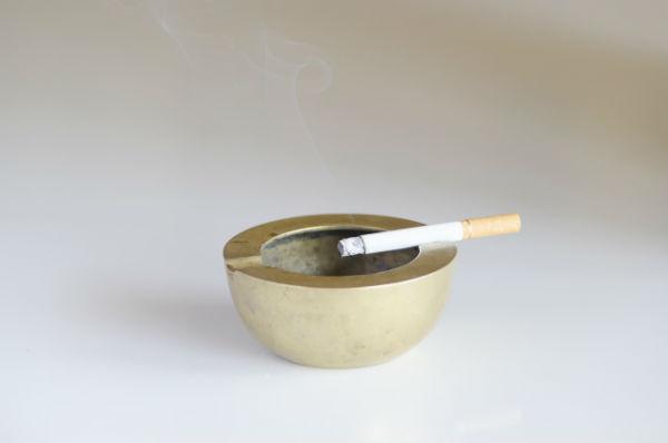 """子どもの誤飲、第一位は""""たばこ""""と判明!喫煙しない両親も注意が必要"""