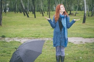 """女性の6割が実感!「なんかやる気でない~」6月のモヤモヤの原因は""""梅雨だる""""だった!?"""