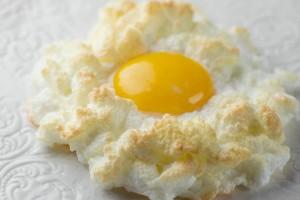 インスタで大ブーム!新感覚の卵料理『エッグインクラウド』って知ってる?