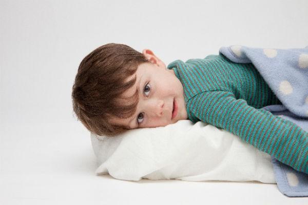 梅雨の時期に『おねしょ』から布団を守る対処法&予防策