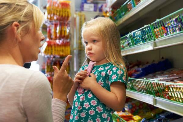 買い物だけでもぐったり!?イヤイヤ期の子どもとの買い物を乗り切る秘訣とは?