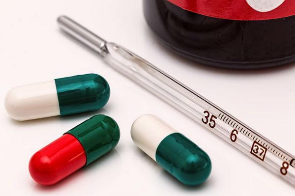 子どもの急な発熱、どうすればいい?小児科に連れて行く前に確認すべきチェックリスト