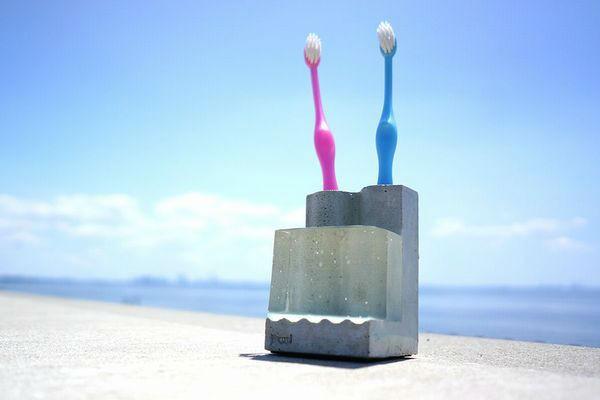 お家にカワイイと自然をプラス♪『部屋とmidori』の雑貨特集 vol,3~パパと一緒に使える歯ブラシスタンド『Pool-D』~