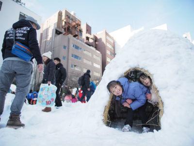 神田小川町 雪遊び
