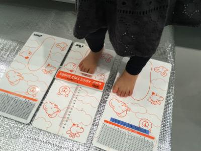 子どもの足 計測
