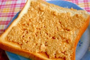 実は万能調味料!?簡単な自家製『ピーナッツバター』の絶品レシピ