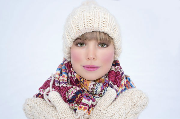 冬は顔がたるみやすい!3分で簡単にできるマッサージ&予防法とは?