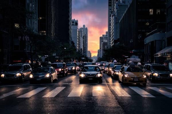 『左から』の車に要注意!子どもに教えたい横断歩道を渡るときの新常識とは?