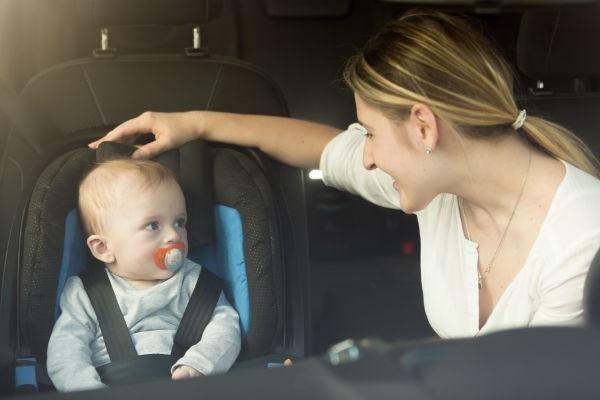 事故の致死率が29倍に…!6割が間違っていたチャイルドシートの付け方