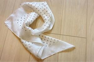 絶対欲しい!ユニクロの『シルキースカーフ』が今、オシャレママに大人気!