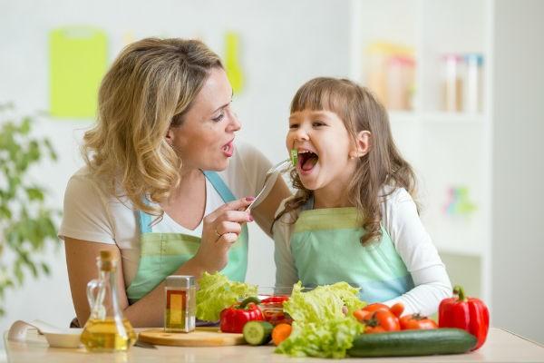おいしい~!ママの名演技で子どもの離乳食・幼児食の好き嫌いを克服