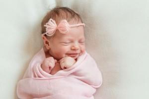 寝付きがよくなる!赤ちゃんがぐずったら『おひなまき』を試してみて!