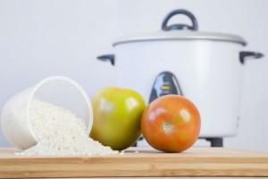 スイッチひとつで2品!『炊飯器』でごはんとおかずを同時に作る方法