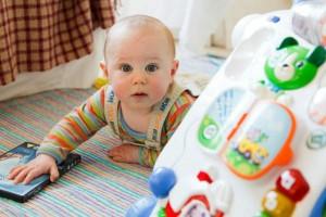 もう少し寝てて~!毎日5時起き、早起きすぎる1歳児はどうする?