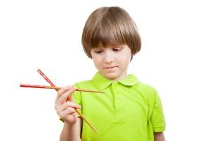 """ずっと悩んでいたのに1週間で改善!?子どもの""""箸の持ち方""""矯正体験"""