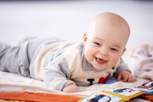 体験から伝えたい!2~4ヶ月頃の赤ちゃんでも楽しめるオススメ絵本6選