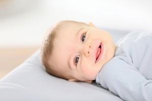 いつ笑う?2か月のまだ笑わない赤ちゃんに試してみたい方法5つ