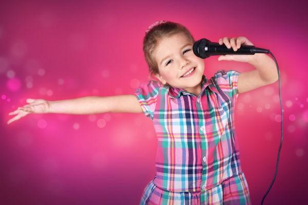 思いっきりはしゃげる!子連れで楽しめる、おすすめカラオケ4選