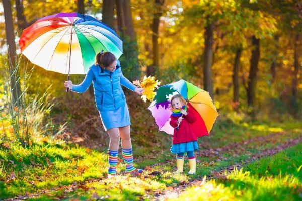 雨の日も楽しく♪子どもが傘をさすときに注意したい6つのこと