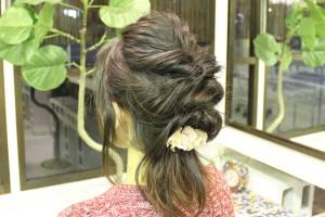 【初めてのヘアアレンジ】不器用さんでも簡単な連続くるりんぱヘアをマスターしよう!