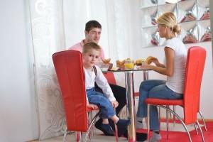 食事中に子どもがトイレに行きたがるのはなぜ?
