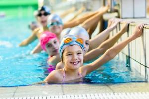 夏休みの『短期水泳教室』は子どもにもママにもいいことだらけ…!?体験レポ