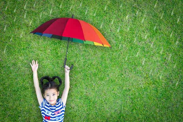サイズだけじゃない!子どもに合った傘選びのポイントとは?
