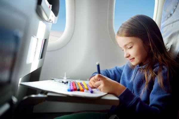 先輩ママ直伝!子連れの海外旅行で失敗しないための準備のコツ~飛行機内で快適に過ごすためには~