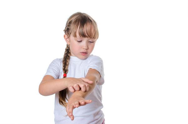 予防と対処法は?夏に流行る子どもの『水いぼ』にご注意を!