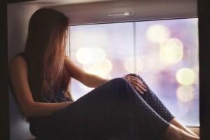 「涙を流すこと」にはリラックス効果があった!?暑い夜を涼やかにリラックスして過ごすために