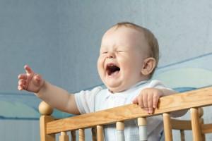 7か月の赤ちゃんが奇声をあげる…その理由と対処法とは?