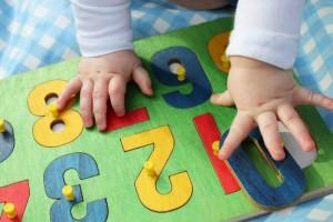 子どもの指先刺激にもGOOD!1歳ごろに与えたい『木のパズルおもちゃ』8選