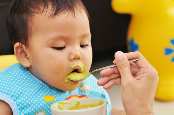9ヶ月の赤ちゃんに与える食事の量はどれくらい?離乳食後期の目安