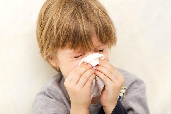 3歳ごろから始めたい!正しい鼻かみができるようになる練習方法