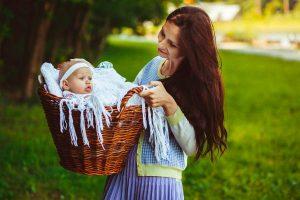 そろそろお出かけデビュー!生後2ヶ月の赤ちゃんの外出で気をつけたいこと